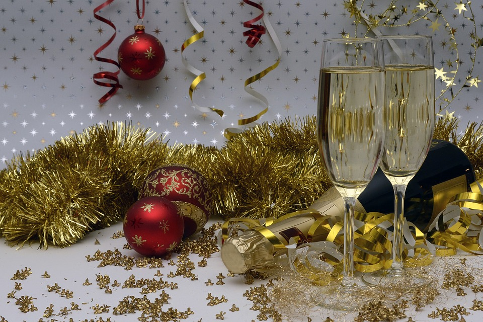 7 Ways To Reuse Christmas Decorations For Your New Years Eve Party