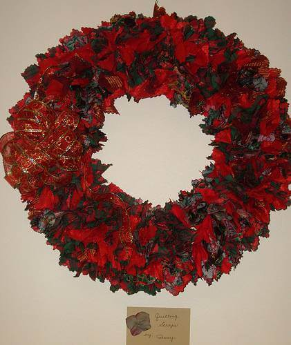 How to Make a Homemade Wreath for the Winter Holidays